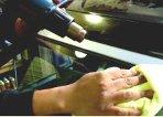 ⑤洗車が完了したら、専用のヒートガンでモール等の細部にいたるまで、水分を完全に飛ばします。