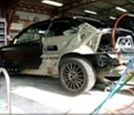 ②今回のお車はダメージが大きいため、クオーターパネルの切り替え作業で対応しました。今回のお車はダメージが大きいため、クオーターパネルの切り替え作業で対応しました。